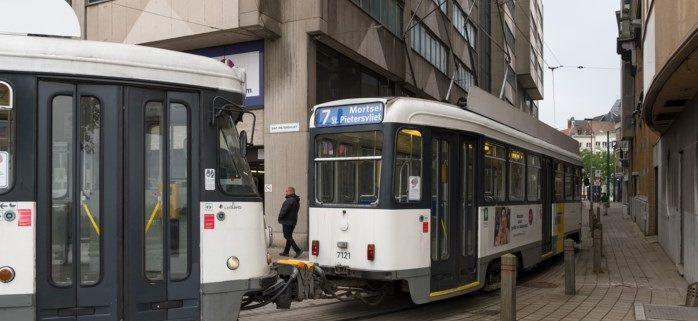Tram 7, dwars door Soho aan de Stroom: met 16 km per uur van Sint-Pietersvliet naar Mortsel